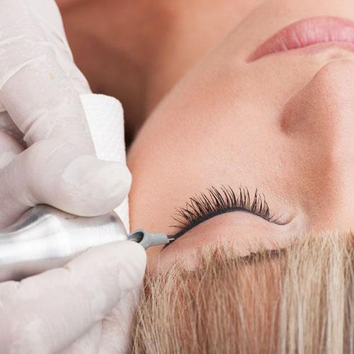Illéskriszta kozmetikus sminktetováló szemhéj tetoválás